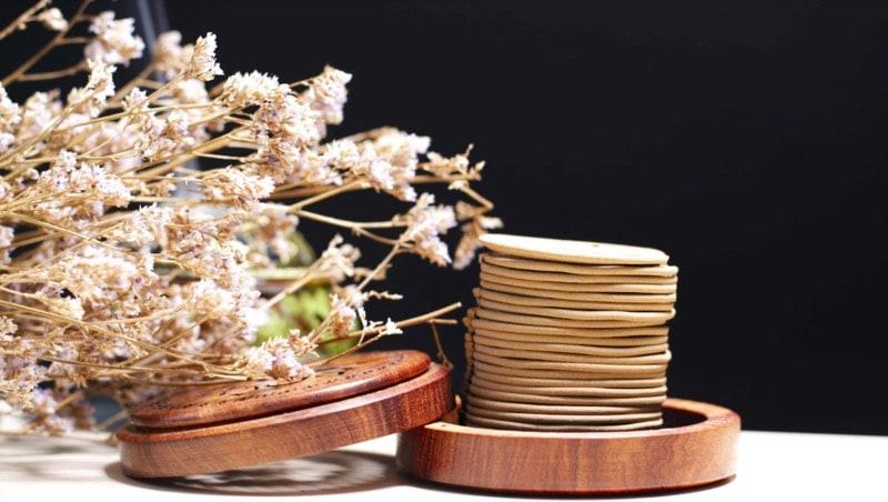 Hương vòng lâu tàn phù hợp để trên bàn thờ ngày Tết