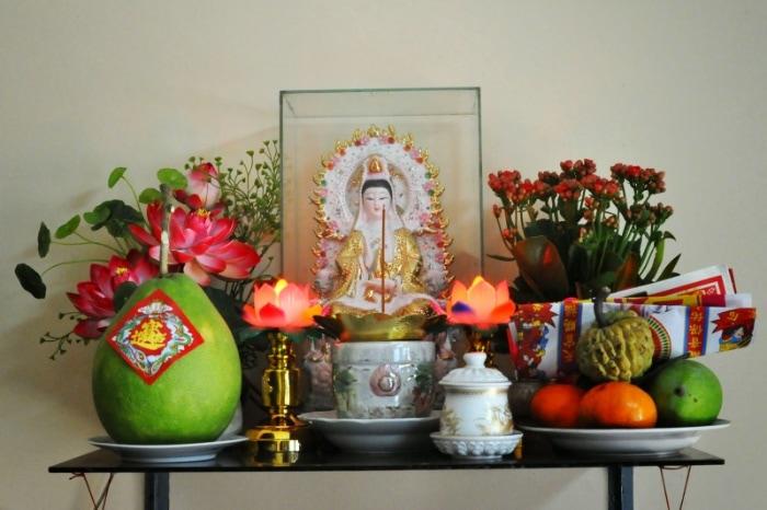 Ngoài những nguyên tắc trên thì gia chủ có thể chọn hướng đặt bàn thờ Phật Bà Quan Âm phù hợp với bản mệnh của mình