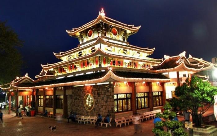 Miếu bà chúa xứ Châu Đốc nằm ở dưới chân núi Sam thuộc phường Núi Sam, thành phố Châu Đốc, tỉnh An Giang, Việt Nam