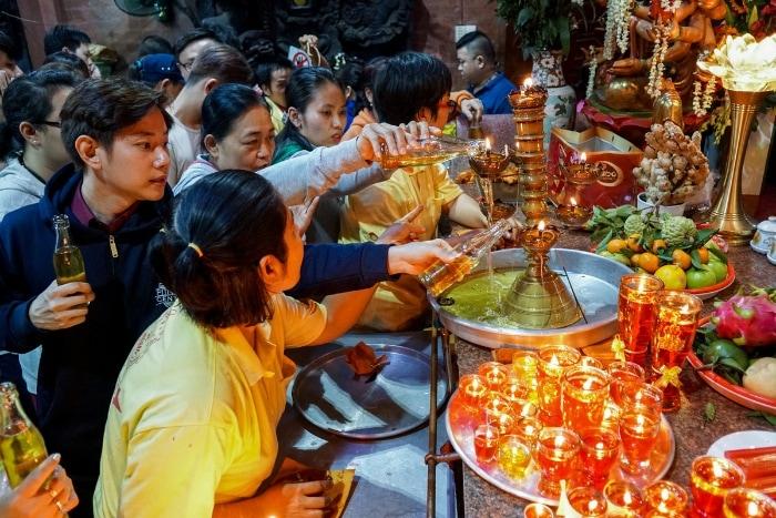 Lễ cúng Ngọc Hoàng thượng đế vào ngày mùng 9 tháng giêng được khởi đầu cho một năm mới được vạn sự như ý, hanh thông, thuận lợi