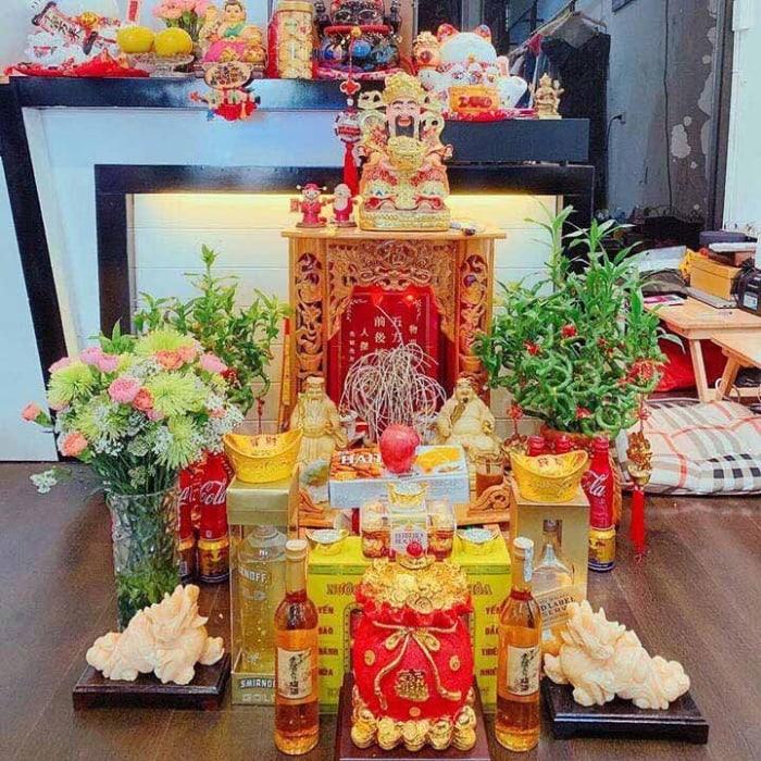 Việc cúng Thổ địa Thần Tài vào ngày rằm để xin may mắn, sức khỏe và thành công cho gia đình